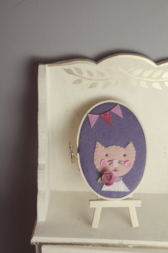 cat-personalized-hoop-art-shelf